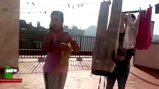 arabian bhabhi tend the clothes on the terrace and then a fucked