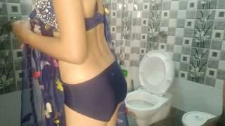 Desi indian sexy collage girl First time fucking in bathroom With hindi sexy audio